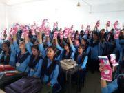 पंडित लक्ष्मीनारायण कन्या शाला में छात्राओं को निशुल्क वितरित किया गया सेनेटरी पैड