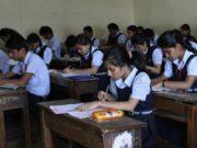 छात्राआें को निकला परीक्षा हॉल से बाहर