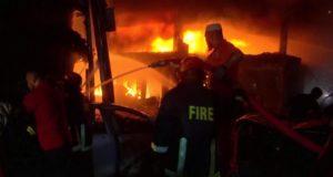 ढाका में पांच इमारतों में लगी आग