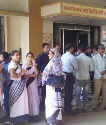 मेडिकल हॉस्पिटल में स्वास्थ्य कर्मचारी हड़ताल पर, ठप हुई स्वास्थ्य सेवाएं
