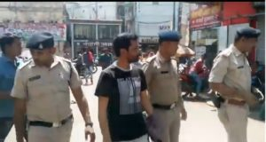 ट्रैफिक व्यवस्था सुधारते समय पुलिस वाले से धक्का मुक्की करने वाला युवक गिरफ्तार