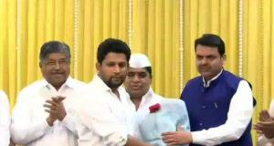 महाराष्ट्र के नेता विपक्ष राधाकृष्ण विखे के बेटे सुजय पाटील बीजेपी में शामिल, कांग्रेस को बड़ा झटका