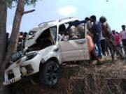 बलरामपुर जिले के वाड्राफनगर में मतदान दल का वाहन दुर्घटनाग्रस्त, एक मतदान कर्मी की मौत, चार की हालत गंभीर