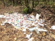 लाखों की दवाईयां जंगल में फेंकी
