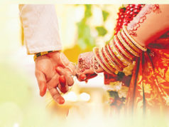 प्रेमी संग करा दी पत्नी की शादी, फिर उपहार में दे दिया बेटा