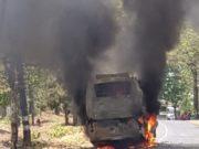 चलती बस में लगी आग, यात्री भागे जान बचाकर लेकिन नहीं बचा पाए अपना सामान,