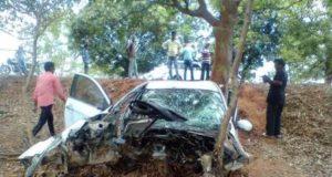 राष्ट्रीय राजमार्ग पर कार दुर्घटनाग्रस्त, गाड़ी की हालत देख कोई कह नहीं सकता कि कार के सवार बचे होगें