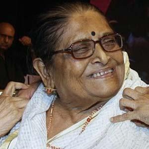एक्टर किशोर कुमार की पहली पत्नी और एक्ट्रेस रूमा गुहा ठाकुरता का निधन