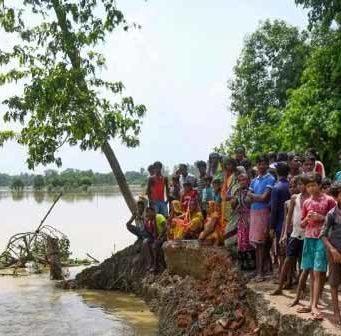 बिहार और असम में बाढ़ की स्थिति अब भी भयावह बनी हुई है